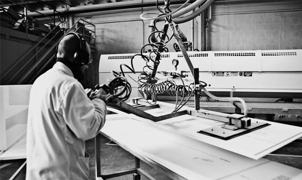 Chi siamo brera oggetti di design in solid surface for Arredamento completo berloni
